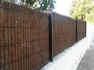 Pose de clôture associée à un brise-vue