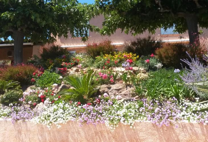 Paysagiste cr ation entretien jardin ste maxime golfe de for Entretien jardin saint yvi