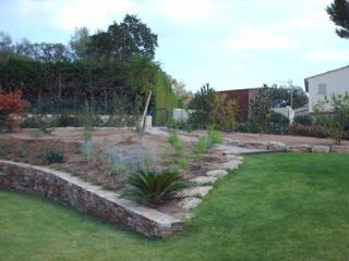 Création d'un espace plantations dans un jardin pelousé