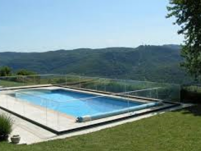 Barrière de sécurité piscine : installation réglementée
