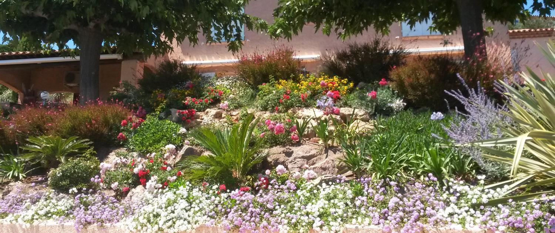Plantation de jardinières fleuries