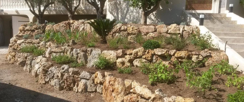 Création de jardinières et murets en pierres de rocailles
