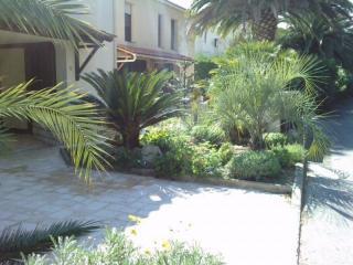 Création d'un jardin sec devant une maison