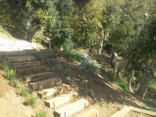 Création d'un escalier en traverses de chênes .