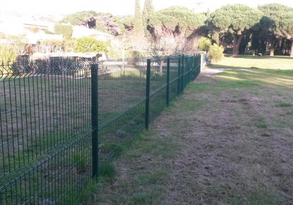 Pose de grillage en clôture de jardin - Pose clôture jardin Ste ...