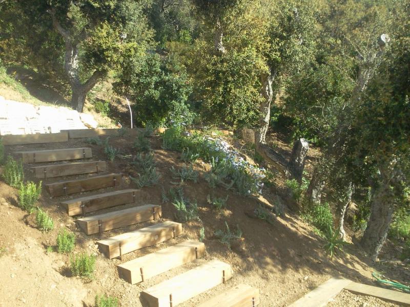 Cr ation d 39 escaliers en traverses et rocailles ste maxime for Escalier traverse