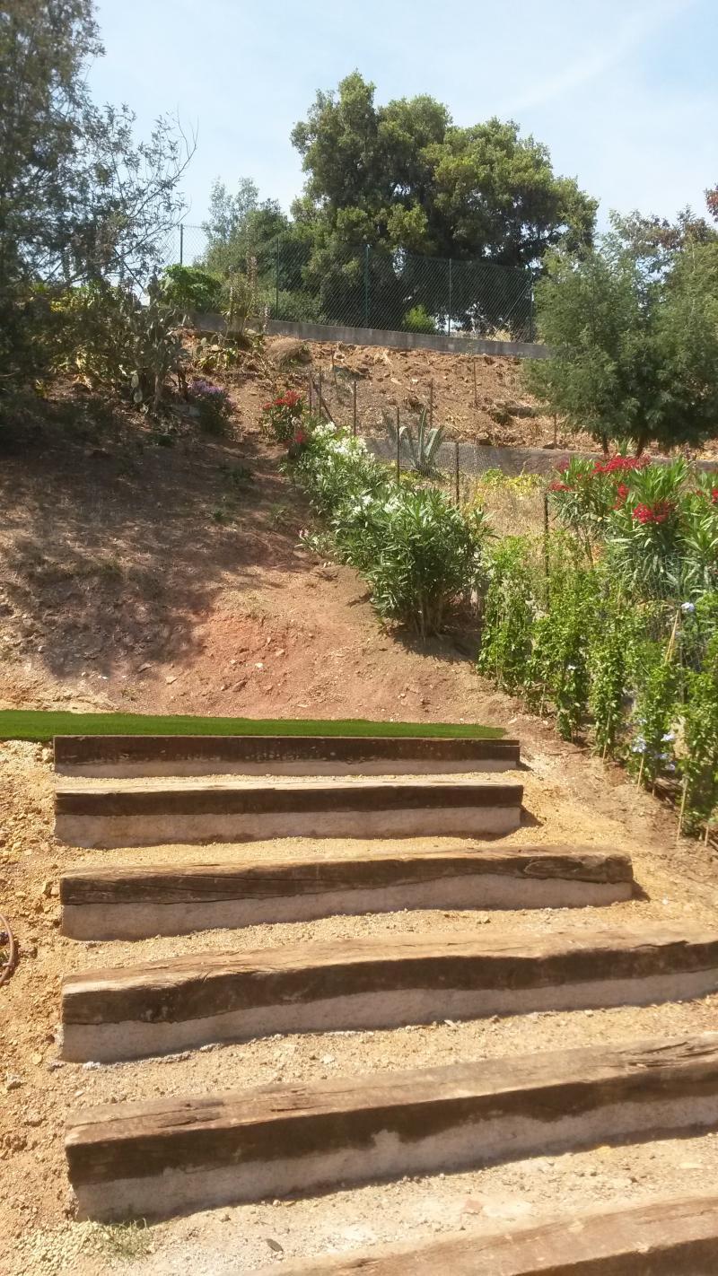 Création d\'escaliers en traverses et rocailles Ste-Maxime ...